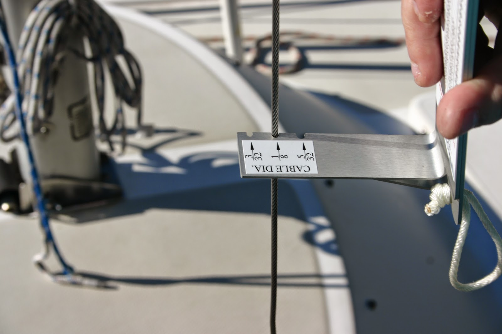 The Catalina 22 Yacht\'s Log: Using the Loos Tension Gauge