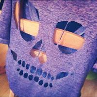 Seni MengGunting Kaos #1 – Model Tengkorak – di Punggung