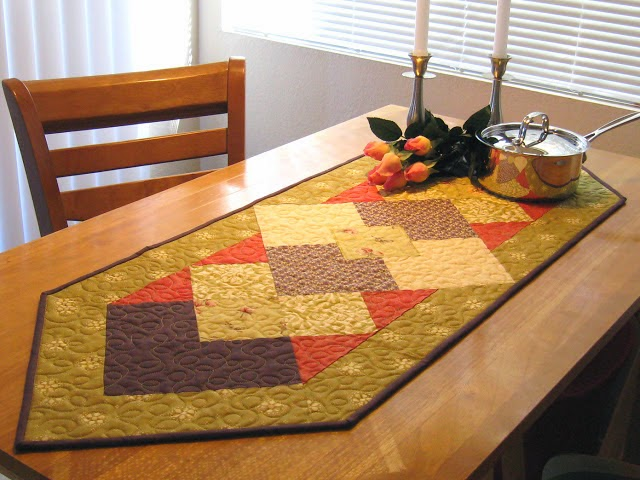 erin winfree table runner and napkin ring