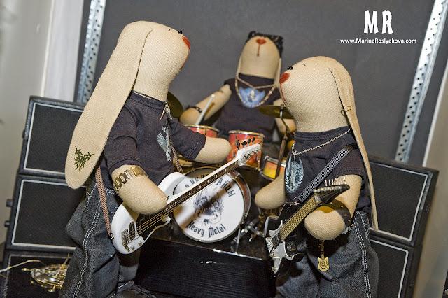 Текстильная игрушка ручной работы, заяц, гитарист, барабанщик, басисит, рок-группа. Игрушки ручной работы от Марины Росляковой.