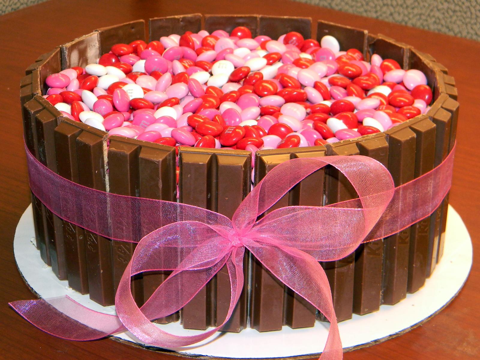 Cake Design Kit Kat : Dolce by Dana: Kit Kat Cake