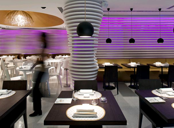 Shusi Cafe Interior Design Ideas with Modern Lighting Fixtures