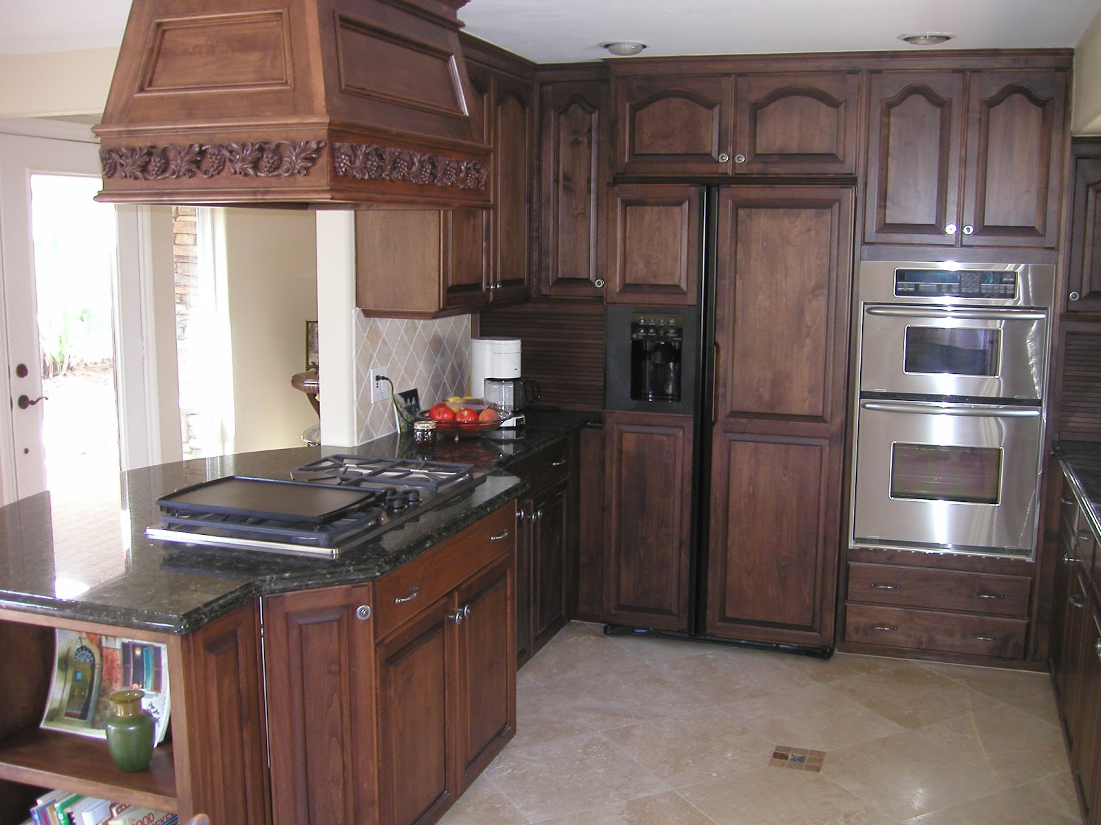 Home design ideas oak kitchen cabinets design ideas for Black stained cabinets