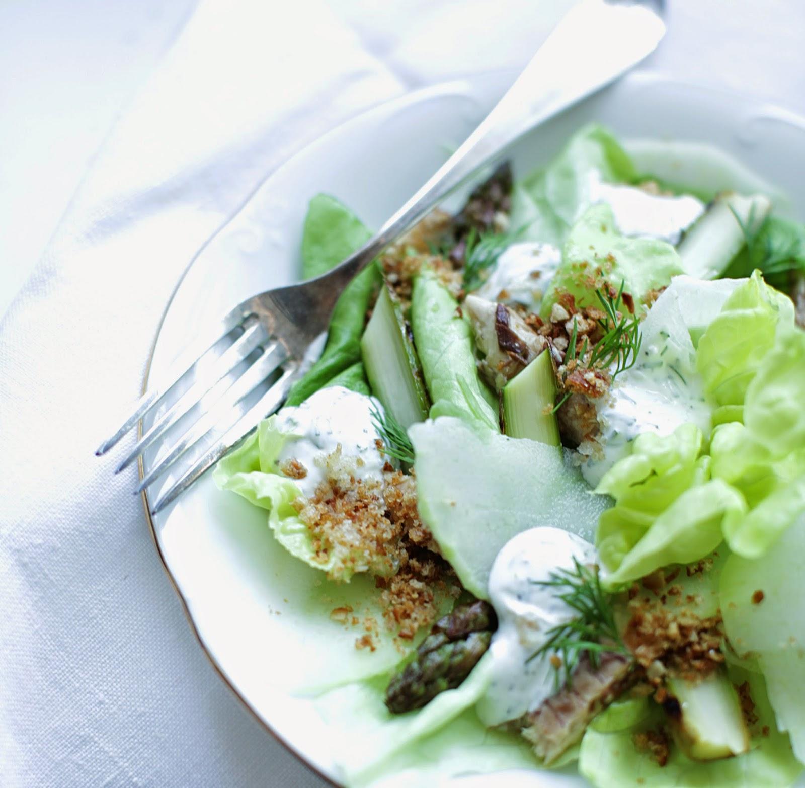http://our-favorite-apple-pie.blogspot.com/2014/05/zielona-saata-z-koperkowym-sosem.html