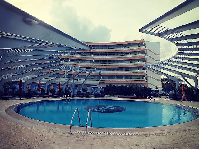 piscina hotel vega