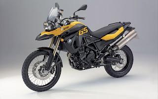 Zwart gele motorfiets op grijze bureaublad achtergrond