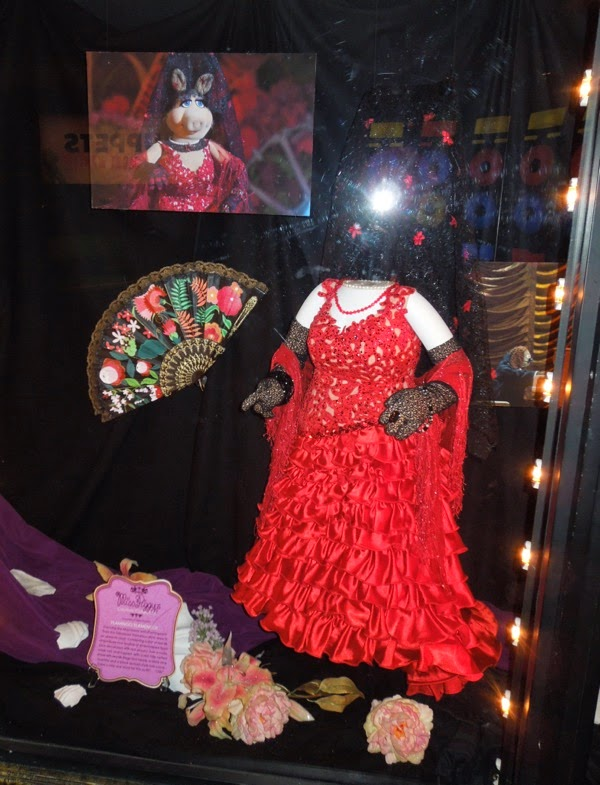 Miss Piggy red Flamenco dress Muppets Most Wanted