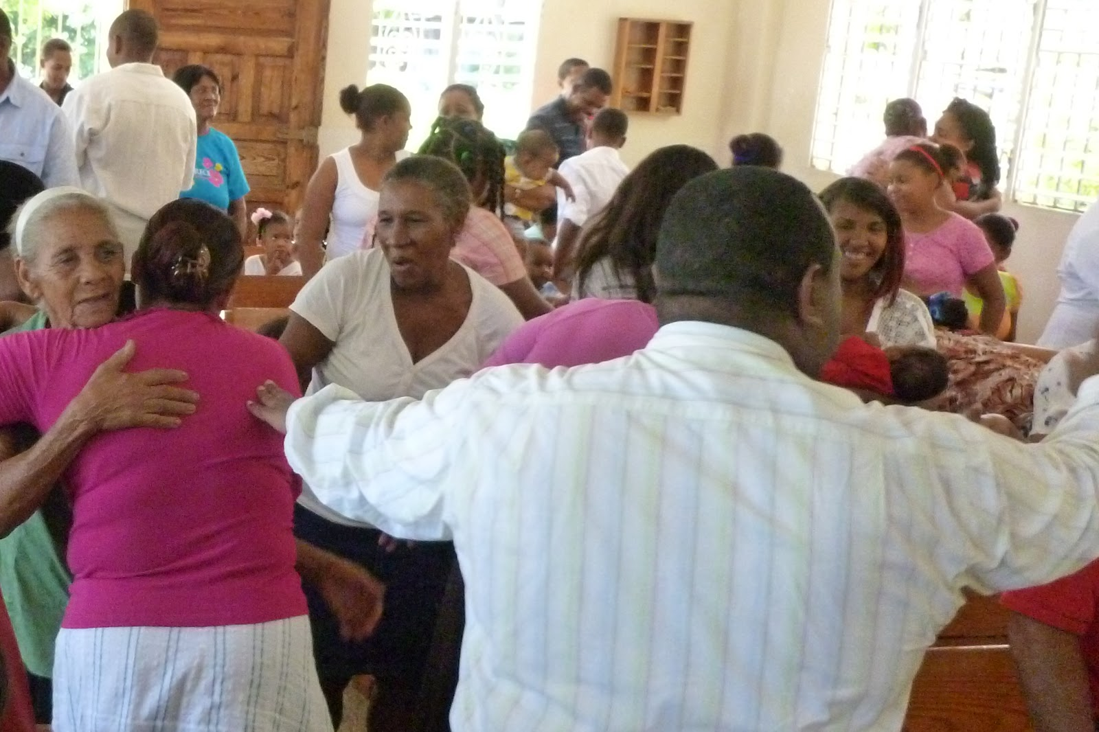Mark and jenny mpppcusa life in barahona dominican republic reverend samuel daz ledesma front right inviting the congregation of cassandra ied church in the alpha neighborhood of barahona to greet each other m4hsunfo