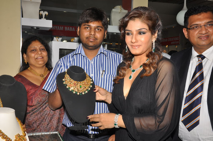 raveena tandon launches 8th higje photo gallery