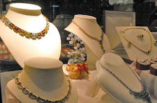 Gems Jewellry | Paket Tour Murah ke Thailand 2013