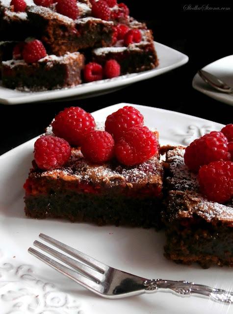 Ciasto Czekoladowe z Malinami (Brownies z Malinami) - Przepis - Słodka Strona