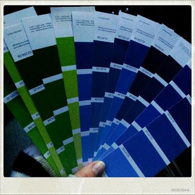 Farbmusterkarten aus dem Baumarkt