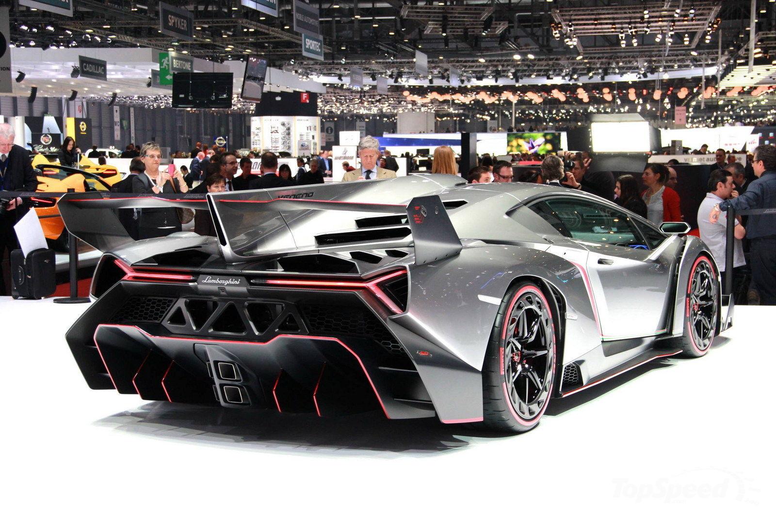 car in Lamborghini Veneno 2013