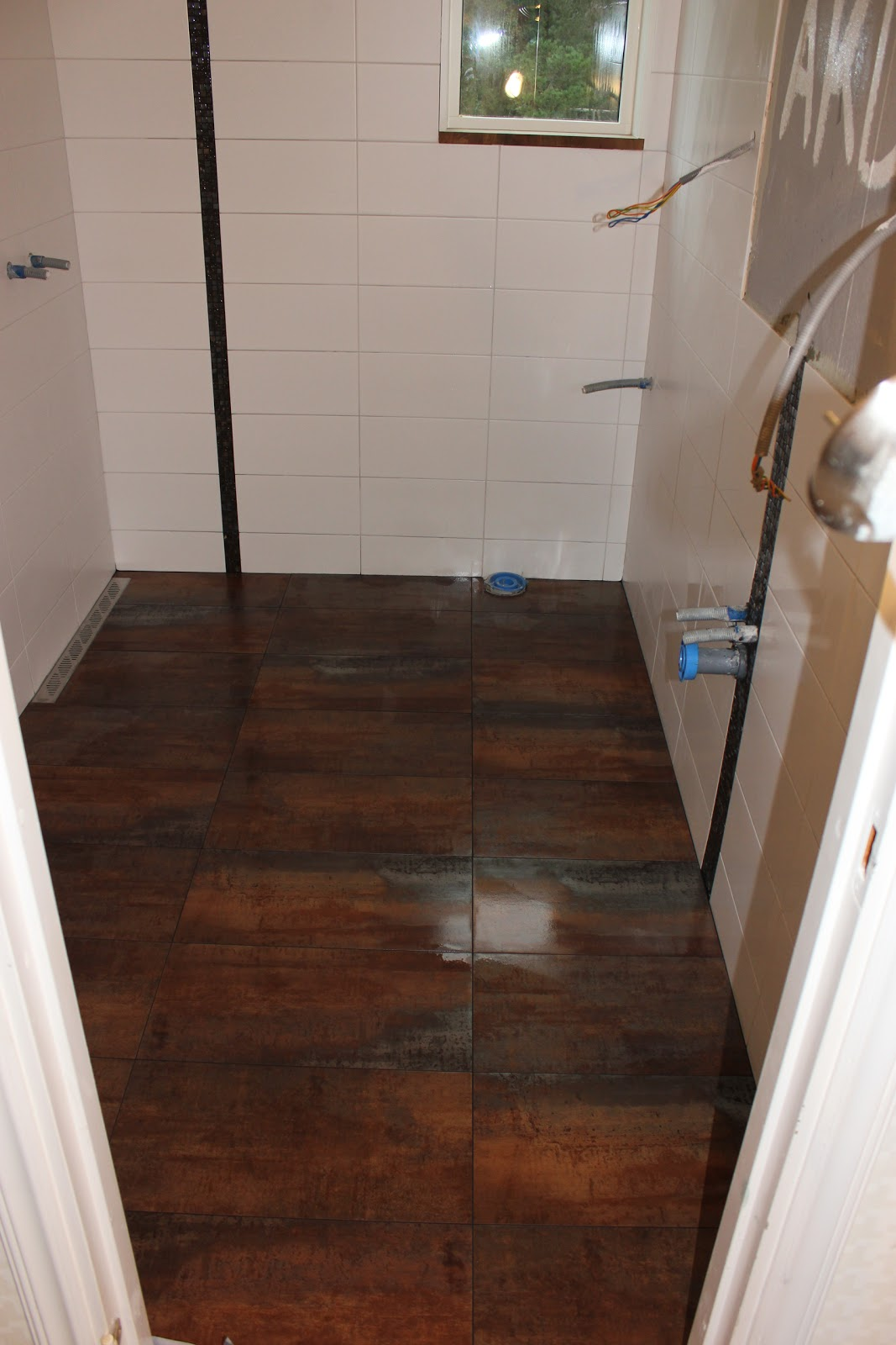 ett badrum blir till: Dag 13 - dusch och fixtur