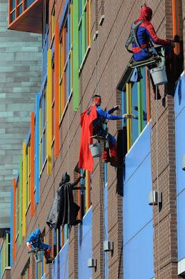 Super héroes limpiavidrios