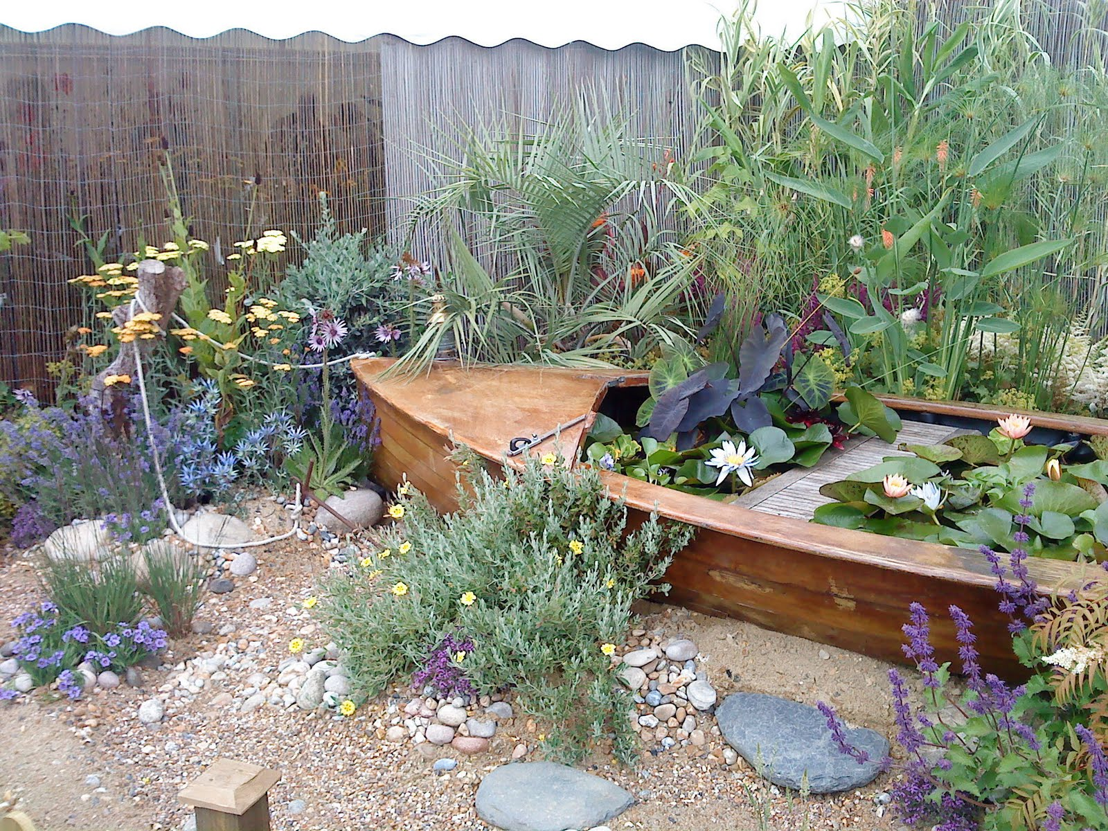 The gardengoer for Beach garden designs