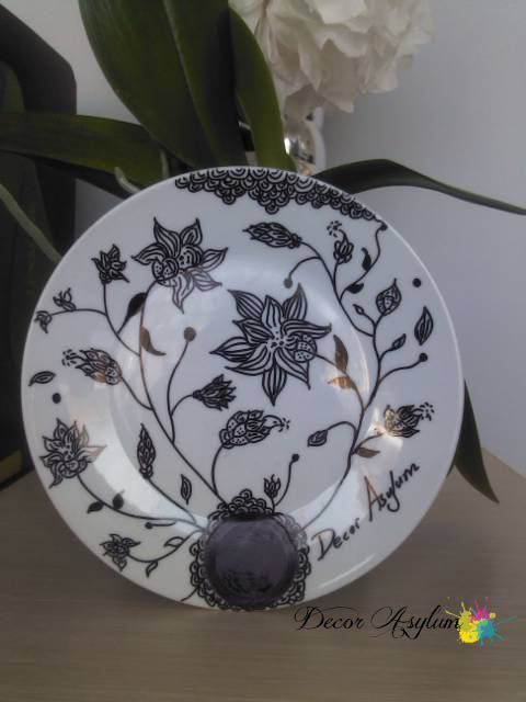 DecorAsylum Decorate with plates