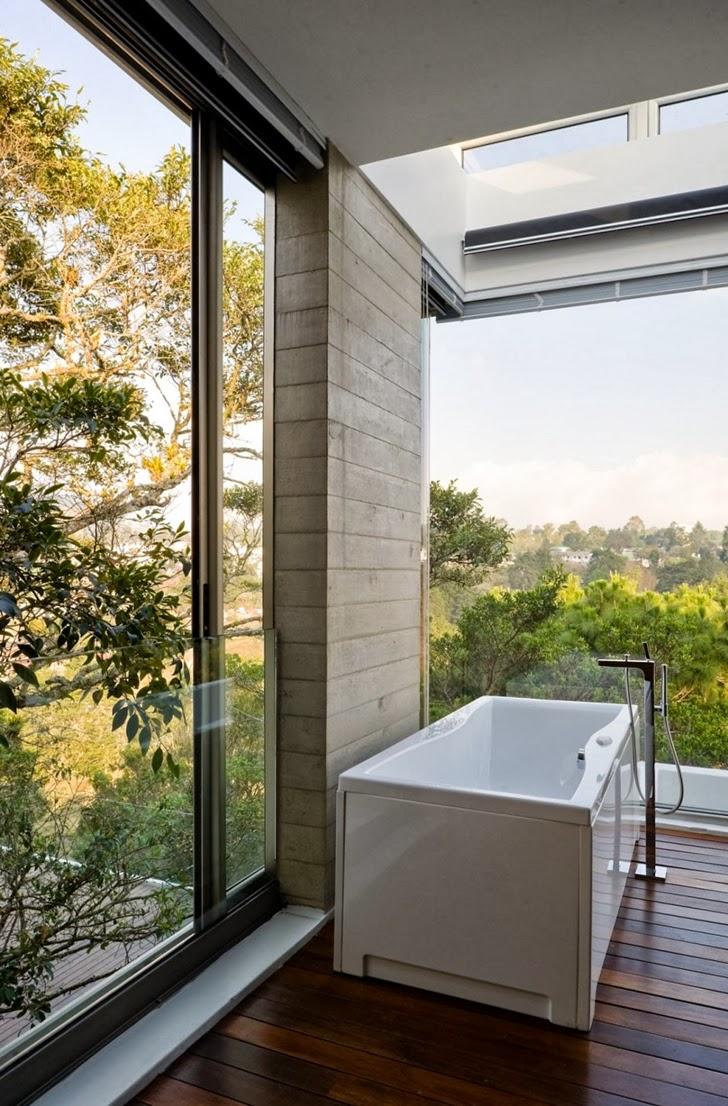 Bathtub in Modern dream home by Paz Arquitectura