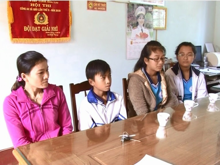Mang Yang: 3 học sinh nhặt được gần 20 triệu đồng trả lại người mất