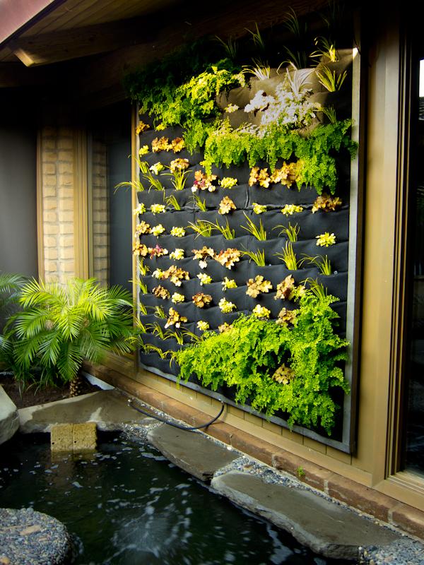 plants on walls vertical garden systems march 2011. Black Bedroom Furniture Sets. Home Design Ideas
