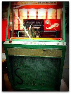 Máquina de discos antigua en la feria de desembalaje 2013 en el BEC-
