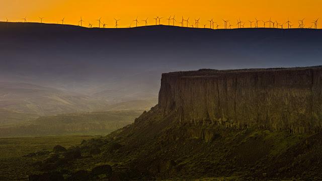Wild Horse Wind and Solar Facility on Whiskey Dick Mountain, Washington (© Jim Meyers)