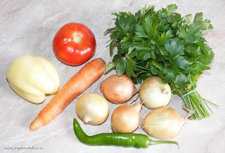 legume proaspete pentru ciorba de peste cu perisoare din peste guvizi, retete de legume, preparate din legume, retete cu legume, retete culinare, ardei, ceapa, morcovi, ciusca, patrunjel, rosie, legume de gradina, legume pentru gatit, legume romanesti,
