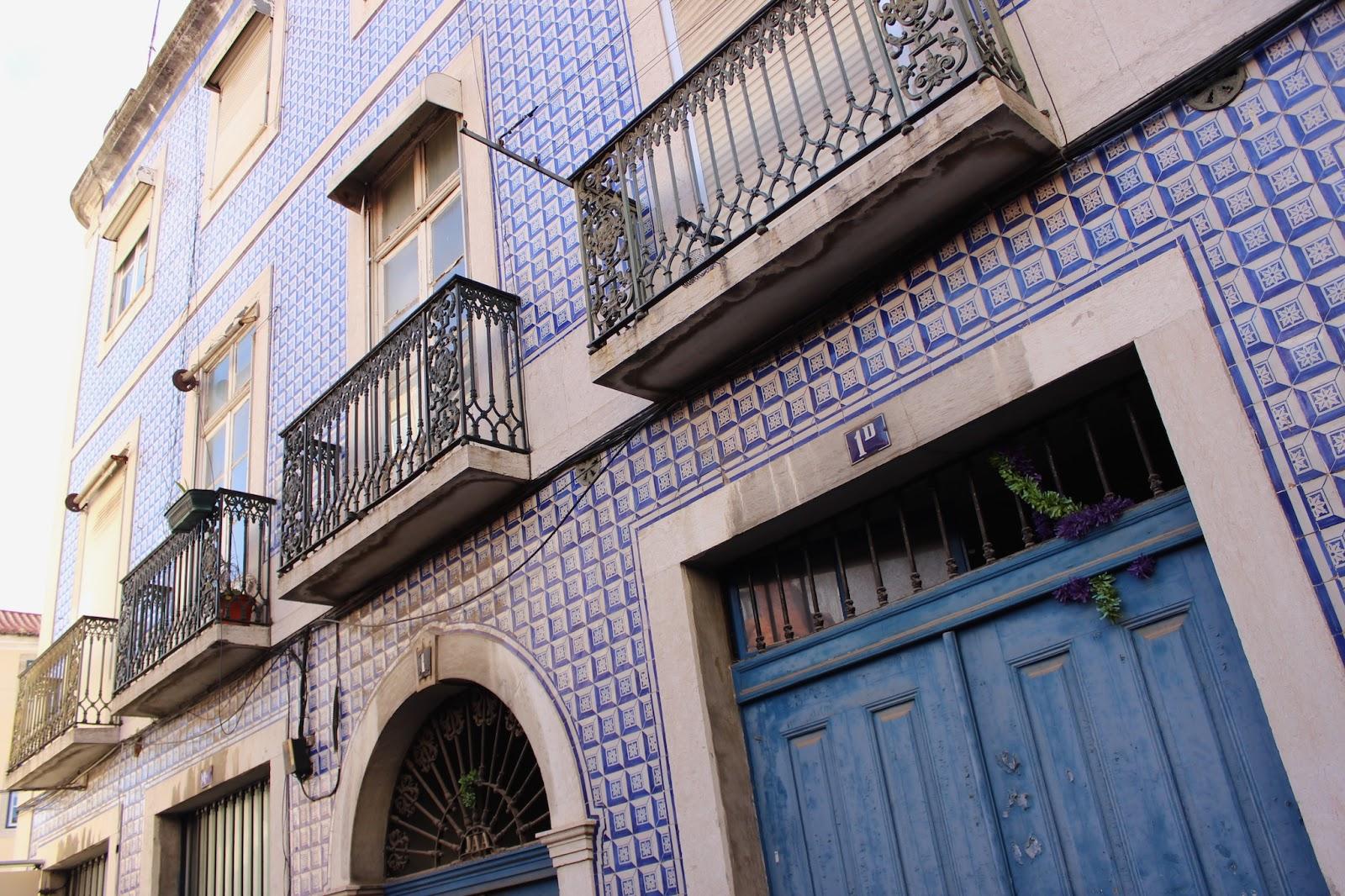 TheBlondeLion Lissabon Travel Diary Look Denim Alexander Wang Superga Lisbon Lisboa Alfama