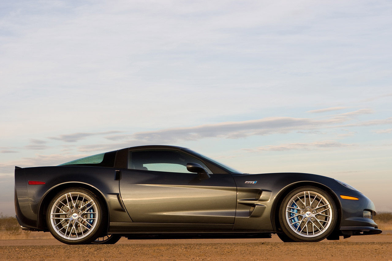 voitures et automobiles la chevrolet corvette zr1 2012. Black Bedroom Furniture Sets. Home Design Ideas