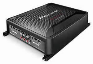 Sistem stereo mobil wajib mempunyai penguat untuk menambah kemampuan audio hingga cukup kuat untuk speaker menghasilkan suara. Amplifikasi merupakan sistem dua step dikerjakan oleh preamp serta power amplifier.