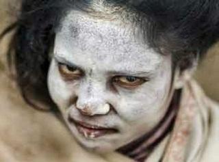 Suku ini Makannya Daging Manusia, Tidurnya di Atas Mayat