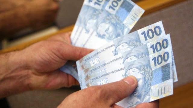http://4.bp.blogspot.com/-wu3PNGZmEdE/VGy2lIri5HI/AAAAAAAAPbw/dUpA85HupFc/s1600/size_810_16_9_dinheiro.JPG