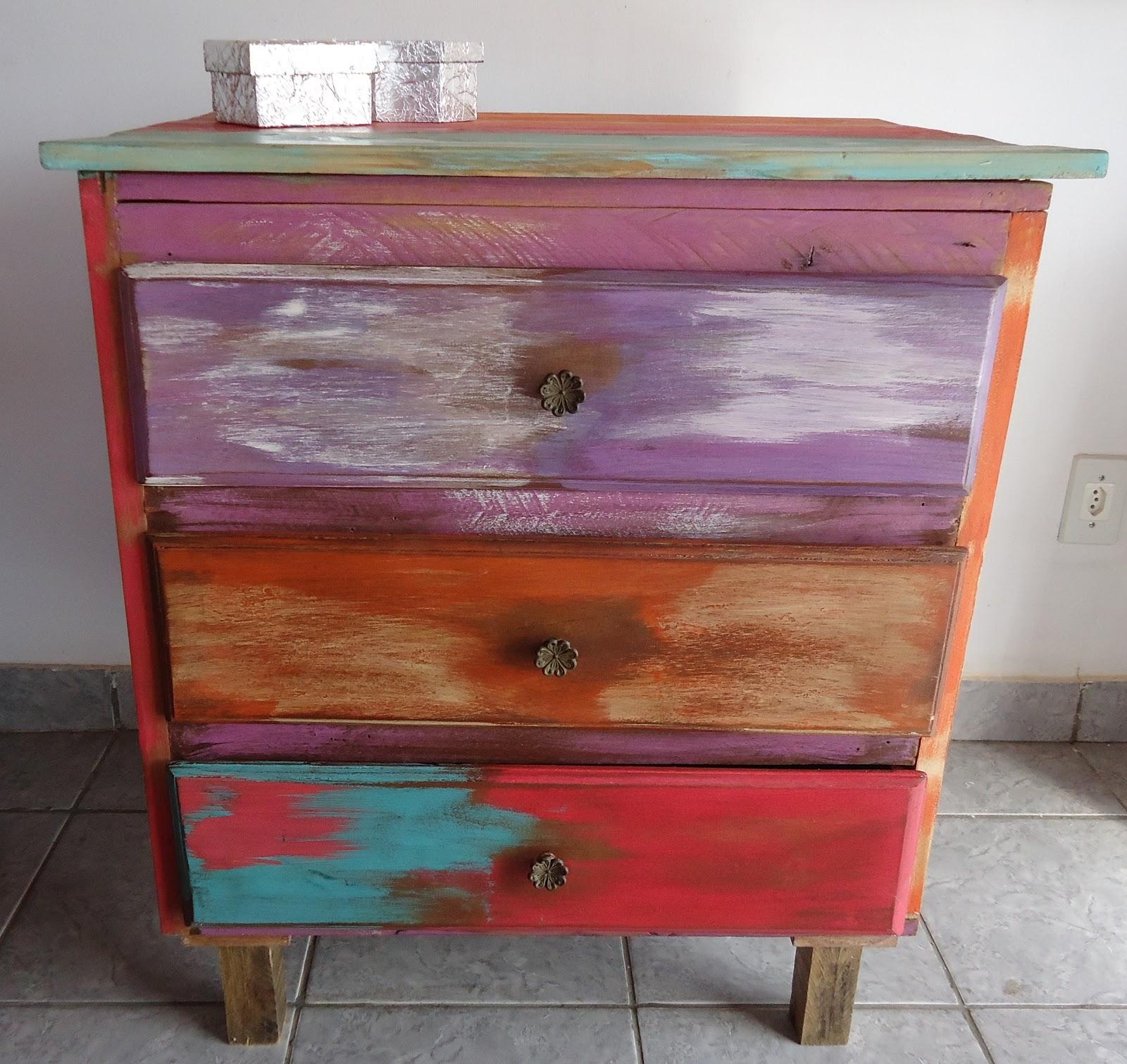 Aisó Arte e Decoração: Cômoda feita com madeira reciclada #9F2C32 1600x1512