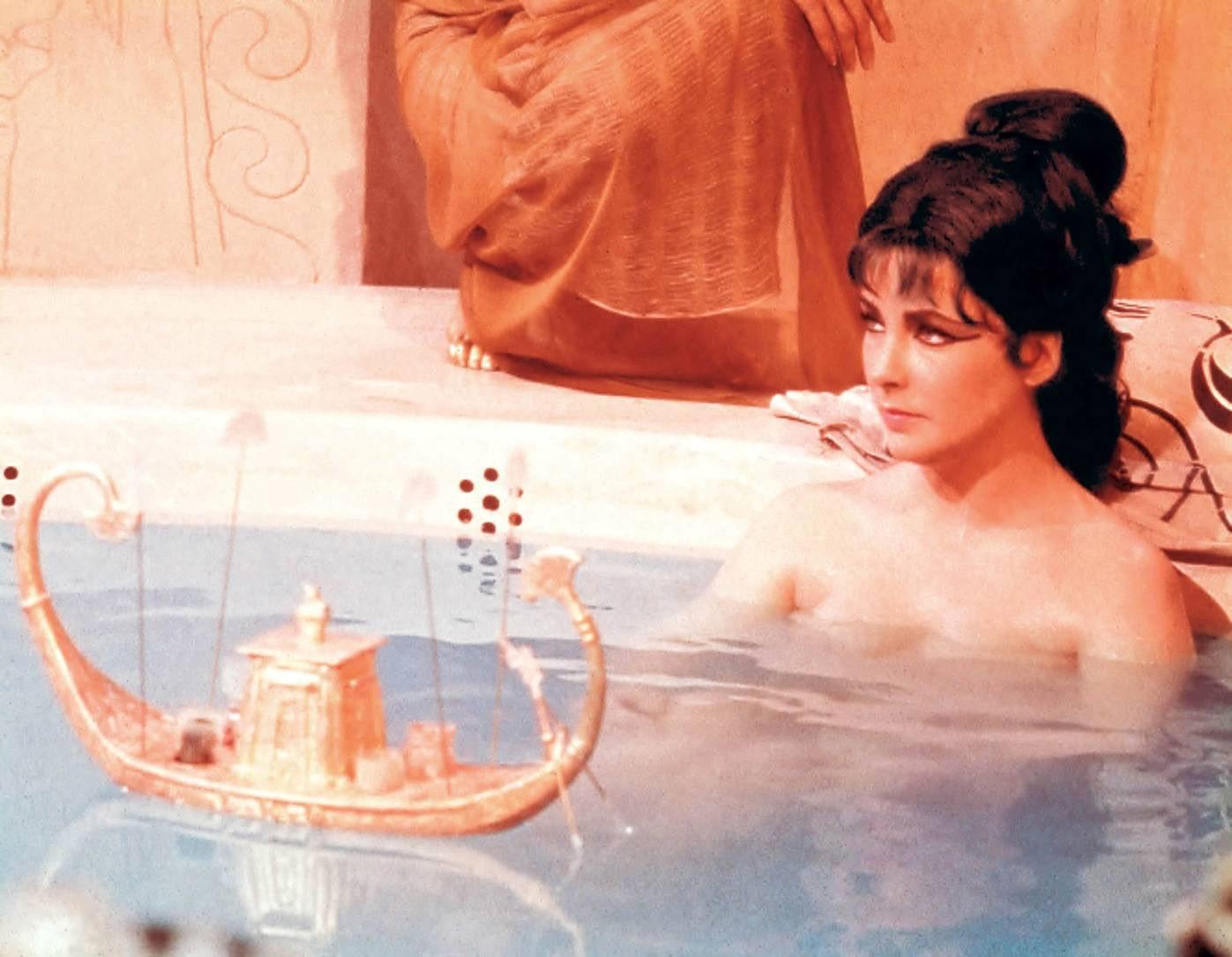 http://4.bp.blogspot.com/-wuHIk1hpCRU/UBgNycJPyrI/AAAAAAAAJvw/MOxbLnTywQI/s1600/Cleopatra-1963-elizabeth-taylor-16282319-1397-1085.jpg