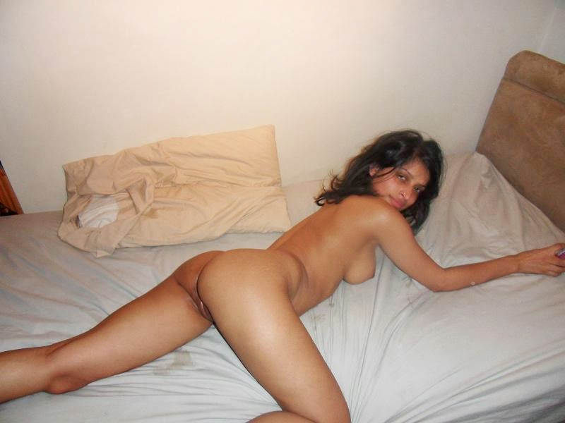 Slim Hot Desi Girl in Hotel Room Showing Her Boobs Nude and Nipple