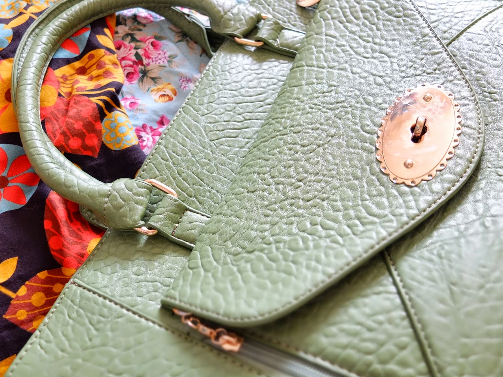 Sixties Style on Hello Terri Lowe Blog: Mulberry style bag