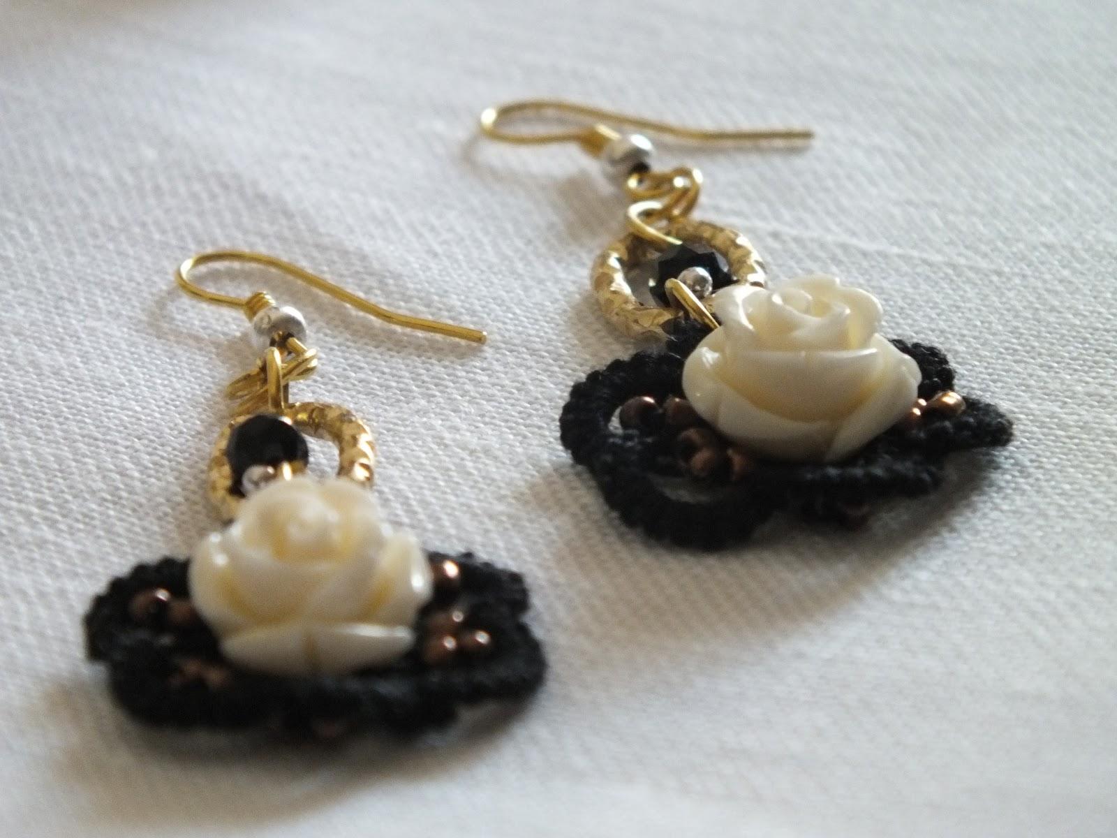Forse le perline attorno la rosellina se erano color perla risaltavano