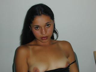 5d8dcd4ac608e98579ffb2a1e582c9ff 23 Jovencita latina de +18 años enseñando el cuerpecito