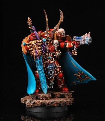 Pomalowany, gotowy do gry dowódca chaosu