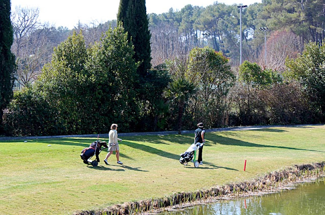women golfers on the golf course