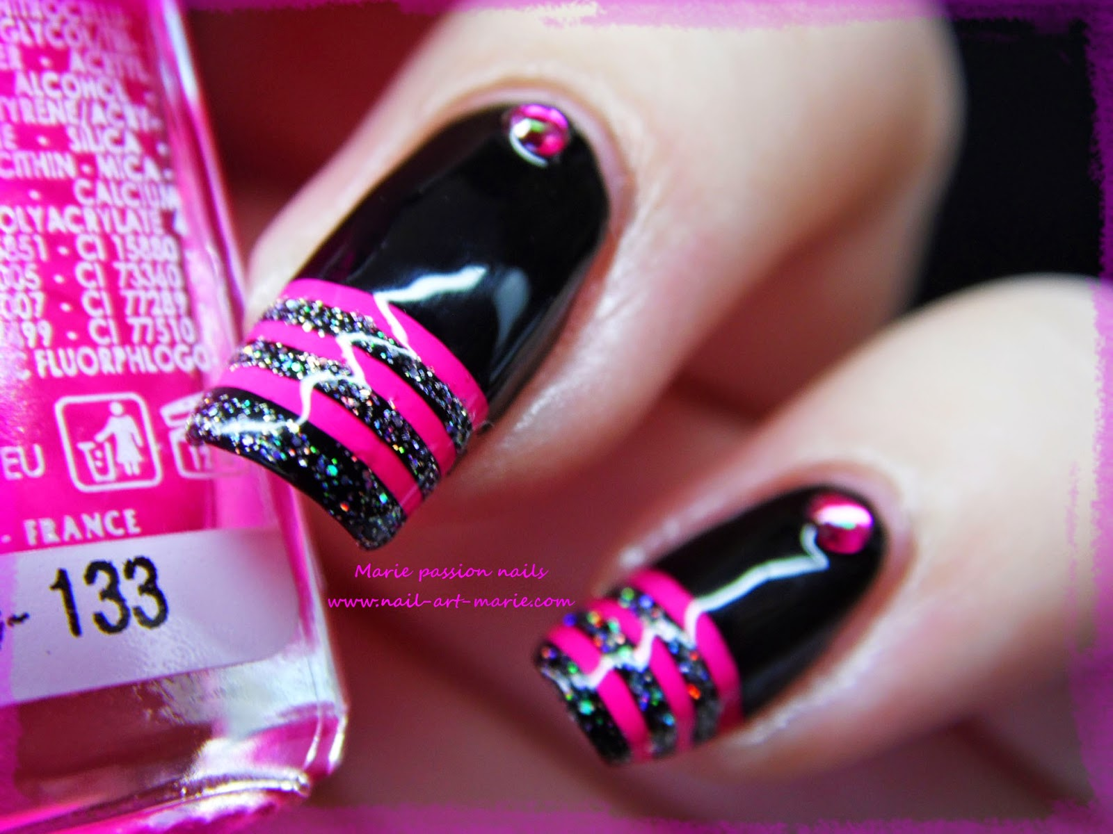 nail art french en rayures fluo5