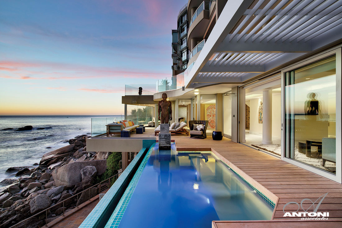 World of architecture clifton view mansion by antoni for Beach house design cape town