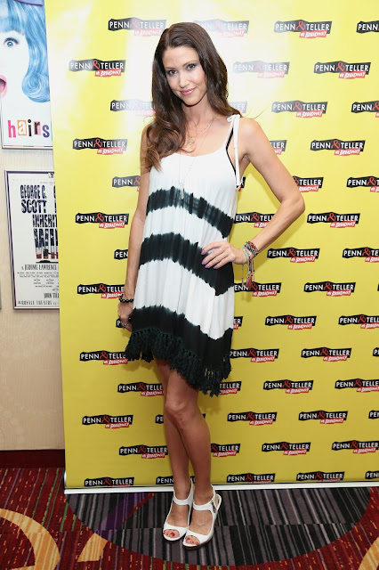 Actress @ Shannon Elizabeth  - 'Penn & Teller On Broadway' in NYC