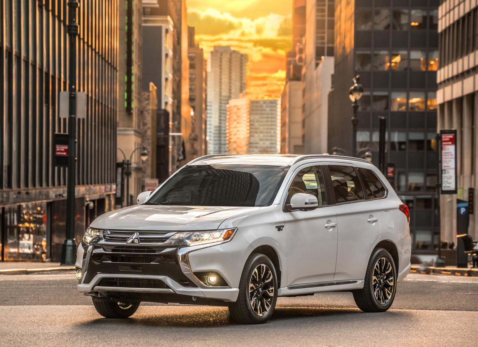 Mitsubishi Outlander PHEV 2018 года