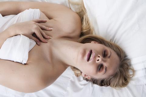 Snubben Så Får Kvinnan Orgasm
