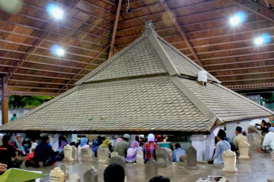 dimana sih lokasi makam wali songo berikut dijelaskan satu persatu rh wajibbaca com