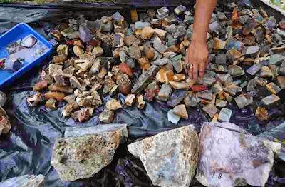 Gua Penuh Batu Akik Ditemukan di Madura