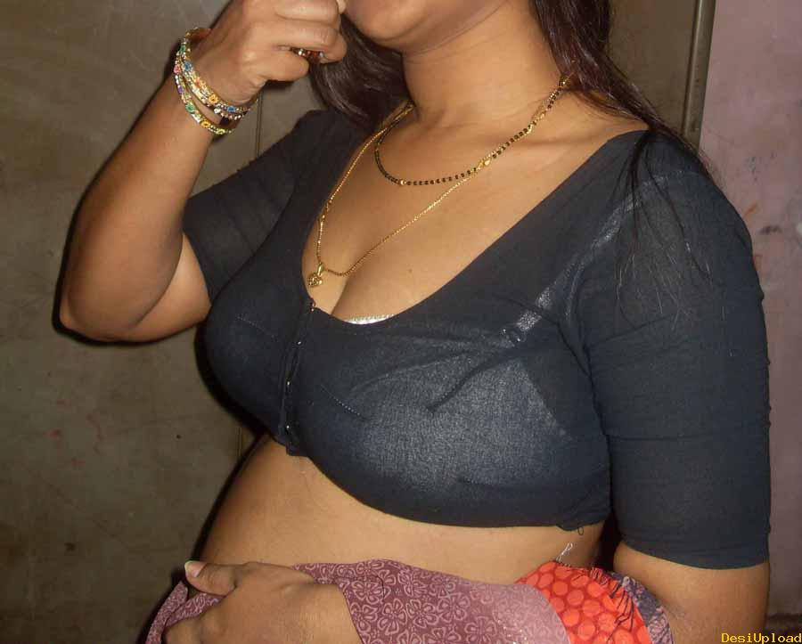 Desi Aunty Removing Dress