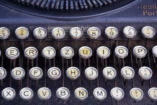 foto di una macchina da scrivere