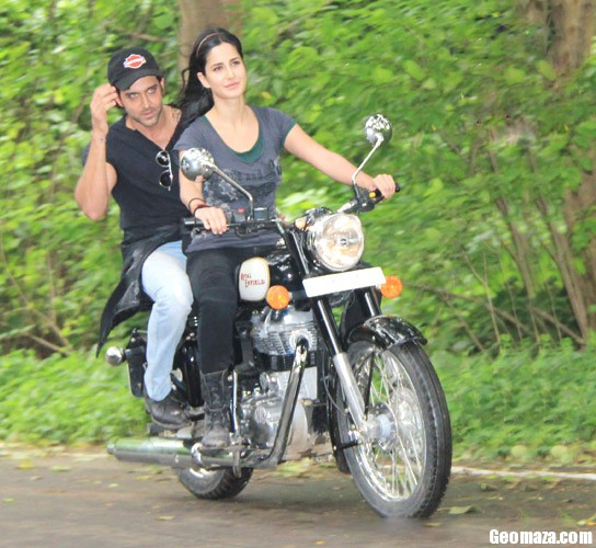 katrina kaif takes rides - photo #13